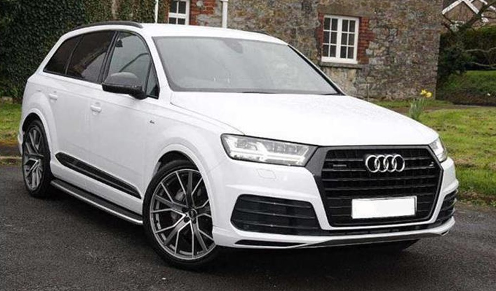 Audi Q7 white car for hire